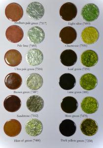 Fig 11: Smalti verdi trasparenti applicati direttamente su rame e direttamente su foglia d'argento puro.